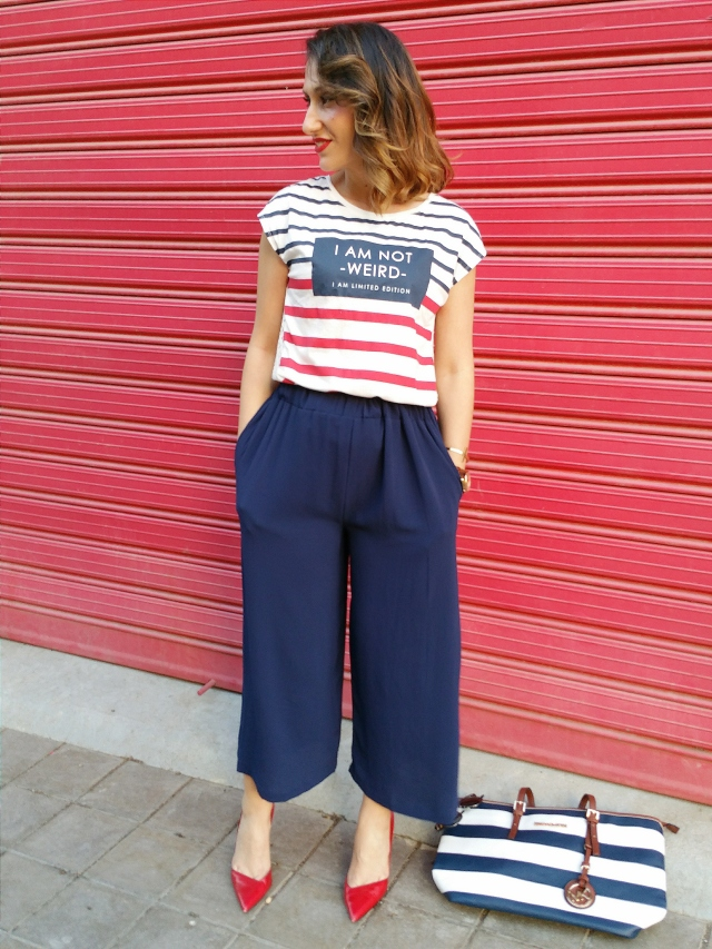 Culottes, azules, marinero, camiseta rayas azules y rojas, texto encaje, stilettos rojos, biker marrón, bolso de rayas, blue, sailor, shirt blue red stripes, text, lace, red stilettos, brown biker, striped bag, Mulaya, Zar, Berskha, Mango, Michael Kors, Lowlita and You, Arabians, Ray - Ban